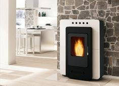 With the decline of the spaces of our apartments requires more space-saving solutions .Halls presents us with an interesting solution, a pellet stove Denise, Pellet Fireplace, Wood Pellet Stoves, Modern Fireplace, Fireplaces, Antibes, Foyers, Wood Stove Decor, Wood Pellets, Space Saving