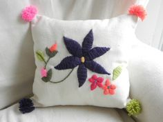 bordado mexicano mano - Buscar con Google Tambour Embroidery, Hand Work Embroidery, Embroidery Stitches, Embroidery Patterns, Diy Pillows, Throw Pillows, Indian Pillows, Bordado Floral, Applique Pillows