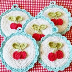 Its a cherry potholder palooza! Will have more listed in Friday's shop update…