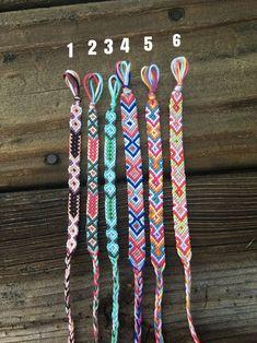 Arrow//Aztec Friendship Bracelet Friendship bracelet in arrow design, pictures and tutFriendship Bracelet woven.Friendship…Friendship bracelet pattern 4719 by eeza Friendship Bracelet/Candy Stripe… Thread Bracelets, Diy Bracelets Easy, Embroidery Bracelets, Summer Bracelets, Bracelet Crafts, Woven Bracelets, Cute Bracelets, Handmade Bracelets, Gold Bracelets