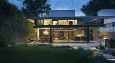 Einfamilienhaus renovieren Ideen Glas Fassade Metall