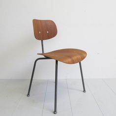 Discover Home, Art, Men's, Women's & Tech Accessories Teak, Types Of Furniture, Scandinavian Style, Dining Chairs, Design Inspiration, House Styles, Interior, Grey, Bedroom