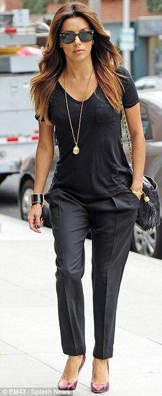 Eva Longoria Street Style All Black Outfit with Pink Snakeskin Pumps Estilo Eva Longoria, Eva Longoria Style, Eva Longoria Hair, Style Outfits, Mode Outfits, Fall Outfits, Moda Professor, Cooler Look, All Black Outfit