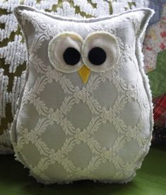 ideas for sewing pillows owl Fabric Crafts, Sewing Crafts, Sewing Projects, Scrap Fabric, Owl Patterns, Sewing Patterns, Cute Pillows, Owl Pillows, Burlap Pillows