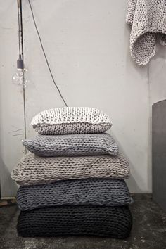 chunky knits, oversized knit pillows for fall/winter decorating