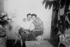 Tennessee Williams and Marlon Brando (1948) livinginaretroworld.