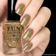 Why not make your dream come true with this gold holographic nail polish that will make your nails look like a million bucks. This polish can be worn alone in 2-3 coats or top it with any color! Colle
