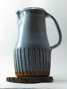 Fluted jug. Chún glaze