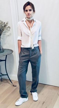 Trendy Style Emma Watson Casual Harry Potter In England, a well-meaning but selfish young woman meddles in the love lives of her friends. Emma Watson Outfits, Emma Watson Casual, Emma Watson Style, Emma Style, Emma Watson Fashion, Emma Watson Beautiful, Emma Love, Tomboy Fashion, Trendy Fashion