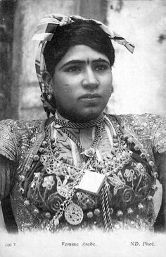 Africa | Arab woman. Tunisia. Dated 1909. || Vintage postcard; publisher ND.  No. 240T