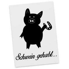 Postkarte Schwein mit Hufeisen aus Karton 300 Gramm  weiß - Das Original von Mr. & Mrs. Panda.  Diese wunderschöne Postkarte aus edlem und hochwertigem 300 Gramm Papier wurde matt glänzend bedruckt und wirkt dadurch sehr edel. Natürlich ist sie auch als Geschenkkarte oder Einladungskarte problemlos zu verwenden.    Über unser Motiv Schwein mit Hufeisen  Schweine gehören zu den ältesten Haustieren der Welt. Sie sind sehr intelligent und lieben es, zu schwimmen und zu baden. Die kleinen Ferkel…