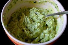 Zöldfűszeres vaj - házilag Pesto, Vaj, Guacamole, Recipies, Mexican, Yummy Food, Meals, Ethnic Recipes, Fimo