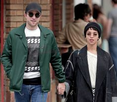 Robert Pattinson And FKA Twigs Going Strong -- Has A Wedding Date Been Set Already? - http://www.morningledger.com/robert-pattinson-fka-twigs-going-strong-wedding-date-set-already/1357731/