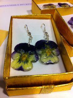 #ruusukorut.com #orvokkikorvakorut #hartsikorut #handmade #flowers #innoomnia #omniashop