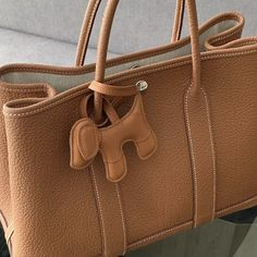 Gold Handbags, Hermes Handbags, Cheap Handbags, Hermes Garden Party, 3d Dog, Gold Models, Hermes Paris, Beautiful Handbags, Gold Leather