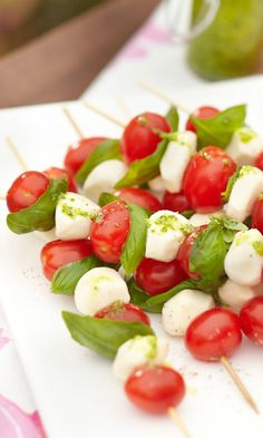 Fresh Mozzarella Watermelon Skewers with Honey Lime Drizzle are made by layering watermelon and mozzarella balls and topping with honey lime sauce. Skewers, Kabob, Avocado Salat, Summer Meal Planning, Fresh Mozzarella, Caprese Salad, Quick Meals, Cilantro, Side Dishes