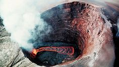 Vista aérea do cone do vulcão Kilauea, no Havaí, Estados Unidos