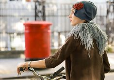 Karine Hat Warmth & Style. For autumn and winter, this is certainly a splendid ear warmer cloche, specially designed to protect your head and your ears against the wind and the cold: a shamelessly warm, elegant, practical stylish winter hat. A wardrobe essential. Please click here