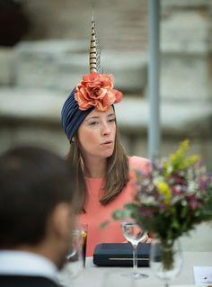 Turbante con pluma Rita Von Turban Hat, Turban Style, Wedding Guest Style, Wedding Styles, Wedding Ideas, Head Accessories, Wedding Accessories, Boho Look, Dress For Success