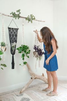 Macrame Plant Hanger display by Larks and Leo. Shop modern bohemian decor on Etsy! Put your favorite indoor plants on display with a beautiful macrame plant hanger. Or give one as a gift to someone special. Modern Bohemian Decor, Bohemian Interior, Boho Decor, Boho Chic Bedroom, Boho Living Room, Interior Design Website, Interior Shop, Interior Design Institute, Shop Interiors