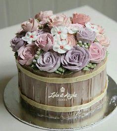 Gorgeous Cakes, Pretty Cakes, Amazing Cakes, Flower Basket Cake, Cake Basket, Fondant Cakes, Cupcake Cakes, Buttercream Decorating, Buttercream Flower Cake