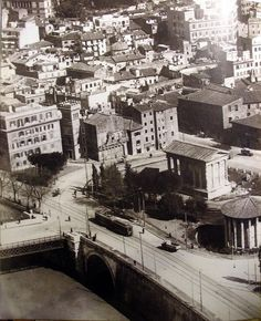 Il foro Boario prima dello sventramento. Old Photographs, Old Photos, Best Cities In Europe, Bucharest, Birds Eye View, Ancient Architecture, Ancient Rome, Roman Empire, Romans