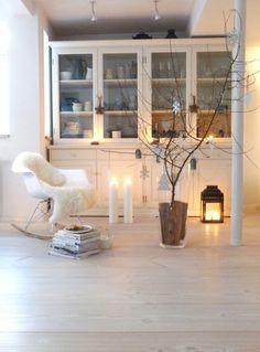 Verfrühte Adventsstimmung, Tags Wohnen + Kreatives + Weiß + Kerzen + Buffetschrank + Dekoideen + Zimmer + Wohnzimmer + Eames Rocking Chair + Weihnachtsdeko