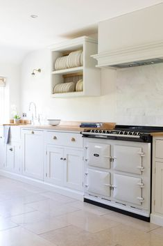 The neutral tones of our Dijon Tumbled Limestone and the lighter unit colours have provided such a light and airy feeling to this kitchen. Flagstone Flooring, Limestone Flooring, Natural Stone Flooring, Stone Kitchen Floor, Kitchen Flooring, Marble Tiles, Stone Tiles, Bathroom Cabinets, Kitchen Cabinets