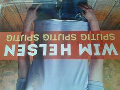een poster op school (schreefloos, bovenkast, romein)