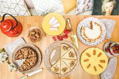 #photographie #pâtisserie #decoration #vintage #fleurs Restaurants, Table Decorations, Baking, Magazine, Home Decor, Vintage, Small Moments, Greedy People, Food