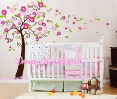 Wandtattoo Baum mit Blüten und Schmetterling Baum Wandtattoo perfekt für Ihren Kindergarten oder Kinderzimmer! Der ganze Baum approx.180cm hoch. Die Abziehbilder können umgekehrt /...