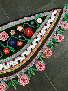 Omslagdoek gehaakt bloemen polkadots boho ibiza stijl door Pollevie