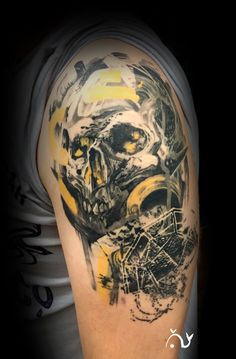 Le tattoo crâne acrylique d'Axel cicatrisé.