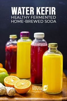 water kefir soda, home-brewed fermented proobiotic soda, homemade healthy low-sugar fruit flavoured sparkling beverage Flavored Water Recipes, Kefir Recipes, Raw Food Recipes, Recipes Dinner, Healthy Soda, Healthy Vegan Snacks, Healthy Drinks, Kombucha, Fermentation Recipes