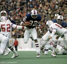 O.J. Simpson (32) finds a hole in the defense during a 45-31 victory over the New Engand Patriots on November 23, 1975,