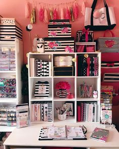 and white stripes and pink , my favorite 💕 rayas blancas y negras y un toque de rosa Black and white stripes and pink , my favorite 💕 rayas blancas y negras y un toque de rosa Lovely Dorm Room Organization Ideas On A Budget ⋆ aviatech. Craft Room Storage, Room Organization, Study Room Decor, Bedroom Decor, Bedroom Ideas, My Room, Dorm Room, Desk Areas, Beauty Room