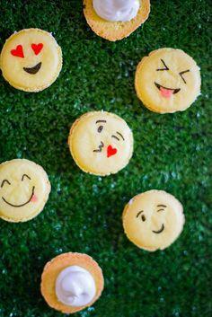 DIY emoji French macarons