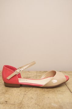 Adorable and affordable two-tone paten flats via Edisen