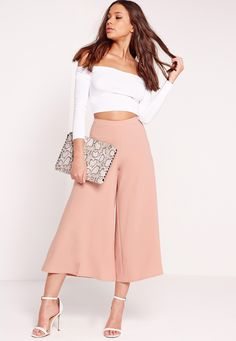 We're majorly crushin' on culottes this season. These are a must-have closet mainstay and we love 'em! Look fanciful in these premium dusky pink culottes. Featuring a wide leg, culotte style and side zip fastening, these are versatile enoug...