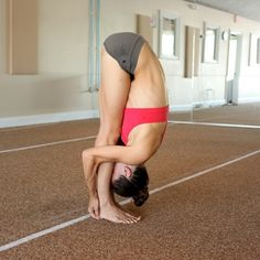 People who practice yoga and meditation at least three times a week may reduce their blood pressure, pulse and their risk of heart disease. Bikram Yoga, Healthy Women, Heart Disease, Blood Pressure, Decir No, Fit Women, At Least, Poses, Running