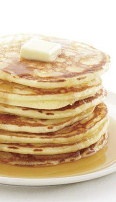 Crêpe (préparation) en 30 secondes Fluffy Pancakes, Pancakes And Waffles, Griddle Cakes, Crepe Cake, Beignets, Dessert Decoration, Mini Cakes, Breakfast Recipes, Good Food