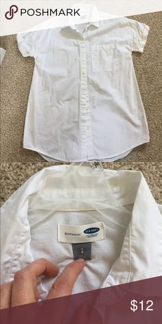 Old Navy boyfriend shirt size small Old Navy boyfriend shirt size small Old Navy Tops Button Down Shirts