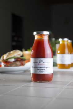 Artisan Ketchup by Belberry. Belberry turned a very quotidian condiment into a real gourmet table sauce. Try these unique blends of flavours on cheese-topped burgers, with grilled meat or as dipping-sauce for your French fries and tortilla chips. Our artisan ketchup's can also be a basis for your sauces and dressings. Be inspired by their taste and let creative cooking into your kitchen. Ketchup, Tortillas, Master Jam, San Marzano Tomaten, Jam Maker, Grilled Meat, Tortilla Chips, Artisanal, Hot Sauce Bottles