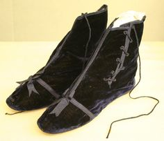 Dark blue velvet ankle boots with blue satin trim and laces, ca. 1850-1870.