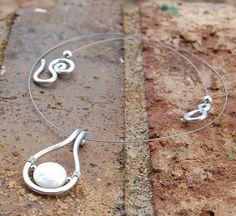 Aluminum Necklace. Minimalist. Silver. door Karismabykarajewelry