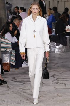 Loewe Spring 2016 Ready-to-Wear Fashion Show - Molly Bair (Elite)