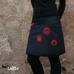 ...balón-áčka riflová XXV...od Lelisy Sukně je ušita z riflové tmavě modré až černé látky, v pase zakončena úpletem, v dolní části sukně je bavlněný tunýlek, ve kterém je provlečena šňůrka, díky níž lze sukni nosit dle nálady buď jako áčkovou nebo stažením jako balónovou. Na předním díle jsou našity aplikace a kapsa, na zadním díle jsou aplikace ... Kanken Backpack, Backpacks, Bags, Fashion, Handbags, Moda, Fashion Styles, Backpack, Fashion Illustrations
