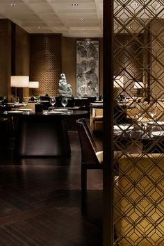 Everyone needs to go out and enjoy a good restaurant or hotel. Luxurious spaces to relax. See more clicking on the image. Luxury Restaurant, Restaurant Lounge, Restaurant Interior Design, Western Restaurant, Bar Interior, Commercial Design, Commercial Interiors, Yabu Pushelberg, Partition Screen