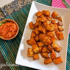 Patatas Bravas van zoete aardappel - Tap Tutorial and Ideas Garlic Smashed Potatoes, Roasted Sweet Potatoes, No Carb Recipes, Healthy Recipes, Go Veggie, Good Food, Yummy Food, Healthy Side Dishes, Sweet And Spicy