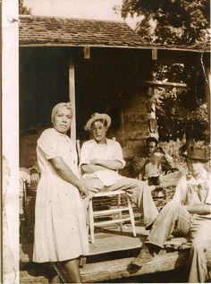 L-R: Mary Mouse-Bark, Henry Lee Bark, William Robert Bark, Archie Owens, from… Cherokee Tribe, Native American Cherokee, Native American Tribes, Native American History, Native Americans, Cherokee Indians, Cherokee History, African Americans, Black Indians